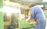熟练的专业人员及最新的工厂设备